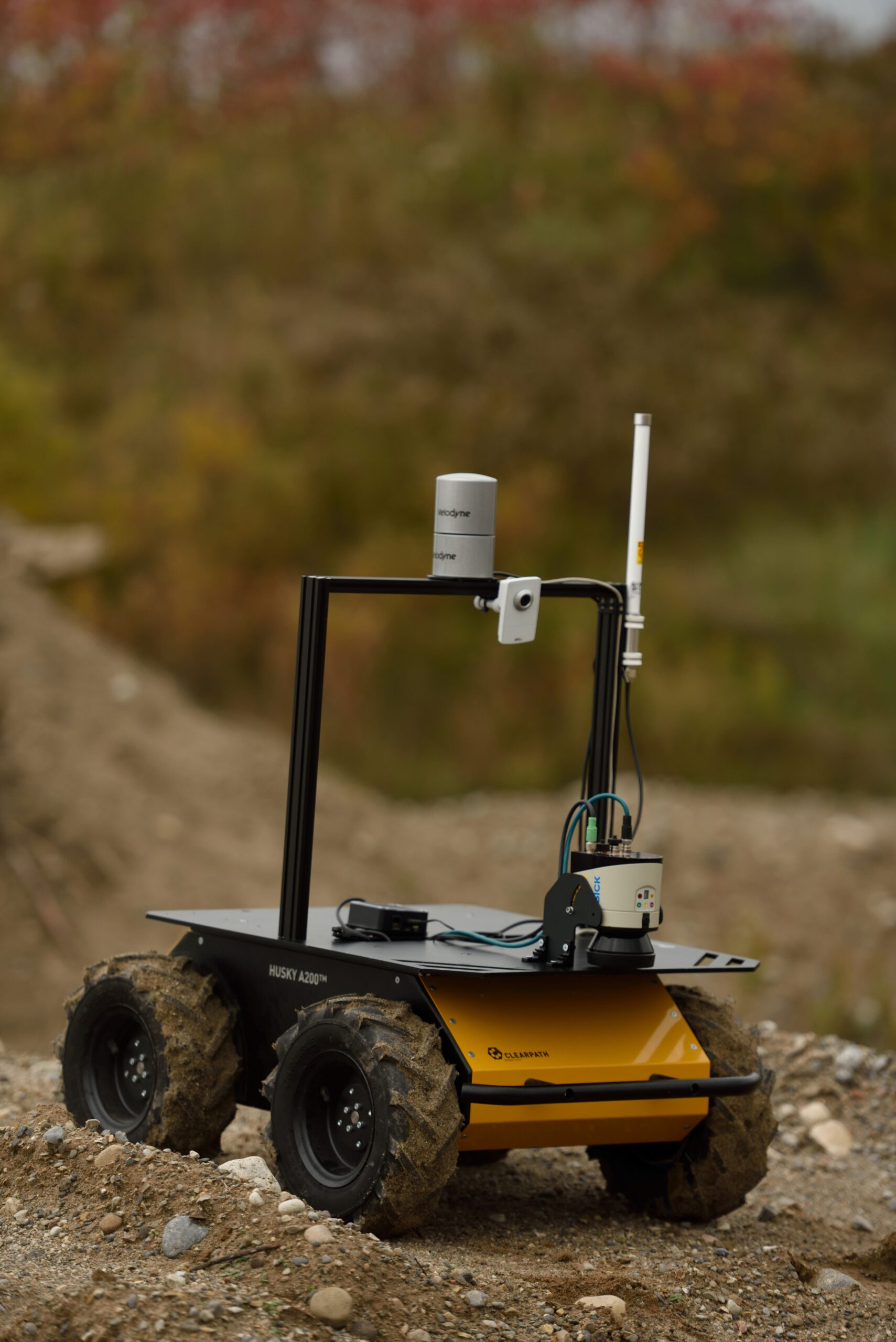 Unmanned ground vehicle for automated harvesting